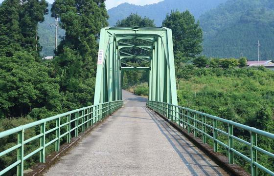 青色の橋 萱野橋
