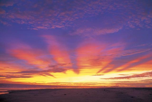 「泣きたくなったら、久米島へ。」ゼロになれる島・久米島で女性の家出旅!①ハテの浜貸切サンセットツアー