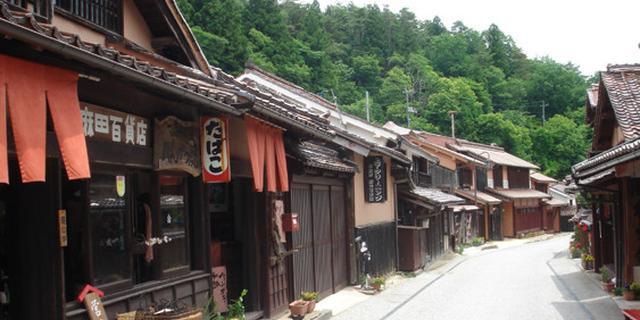 日本最古の小学校とレトロな町並みを楽しむ 岡山・吹屋ふるさと村