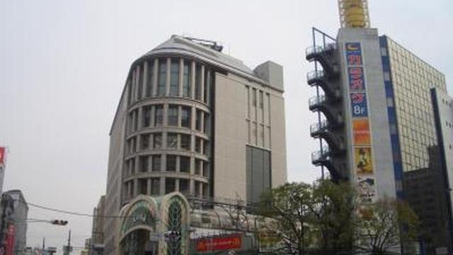 日本最長の天神橋筋商店街を練り歩く、食いだおれのまちの休日
