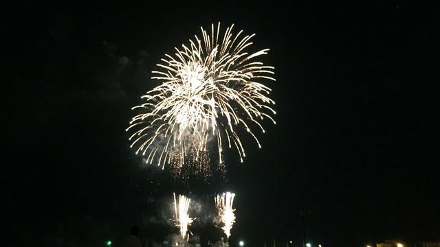 激烈に穴場の花火大会は大磯です。海水浴と花火をセットで快適に!