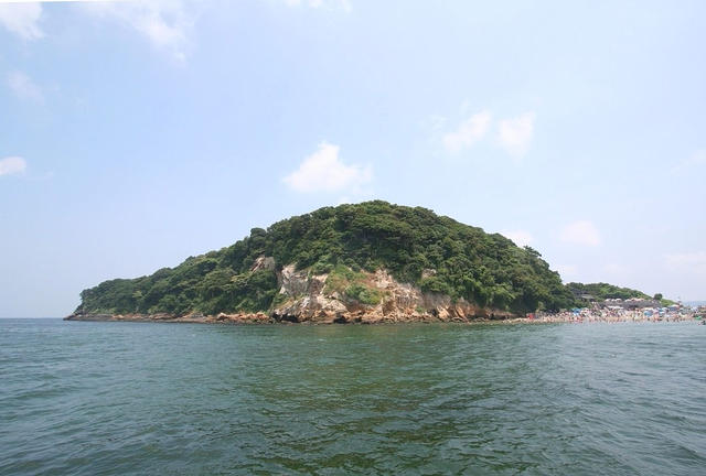 横須賀は海軍カレーだけじゃない、東京湾内唯一の自然島、猿島探検
