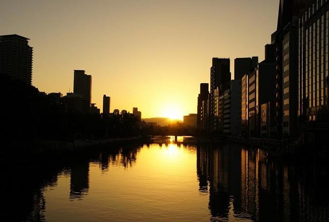 大阪ビジネス街の中心で『ご来光』を拝む