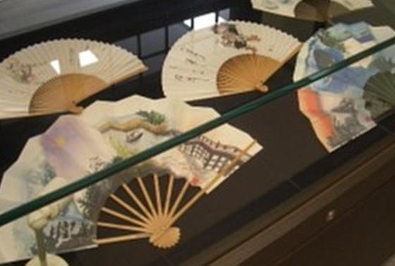 伝統工芸品「高島扇骨」の展示も