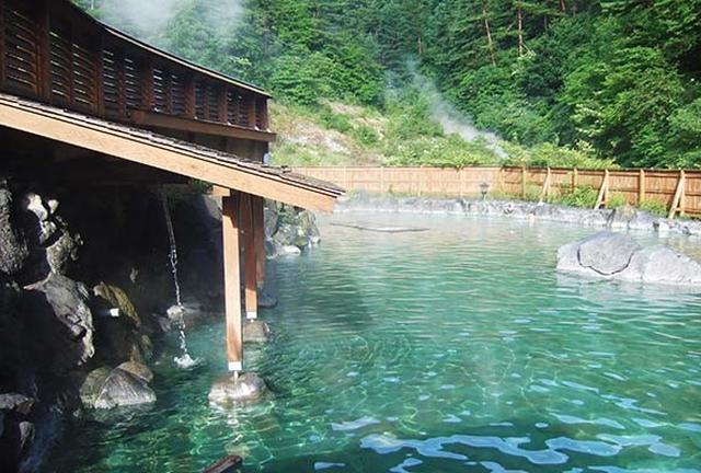 梅雨のクーラーで冷えたら・・熱々の草津温泉に入る!