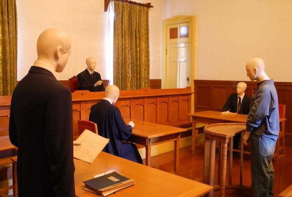 リアルな裁判風景を再現
