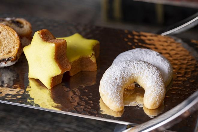 ツィムトシュテルネ&バニレキプフェル(星型クッキー&三日月形クッキー)イメージ