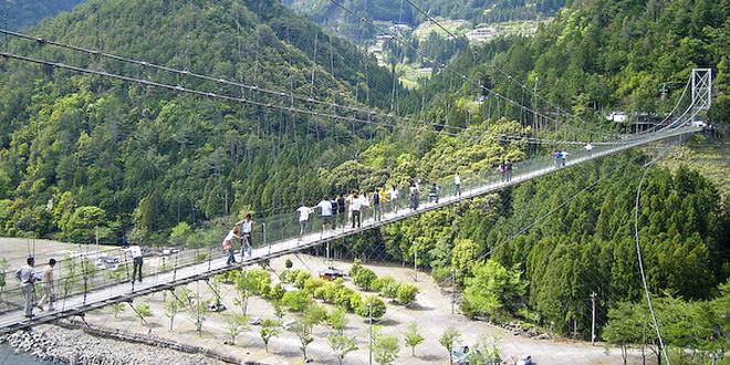 奈良の山奥で日本最長!こわーい谷瀬の吊り橋を渡る
