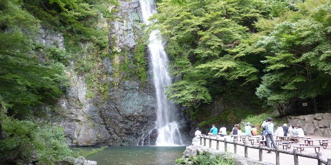 箕面の滝でハイキングデート