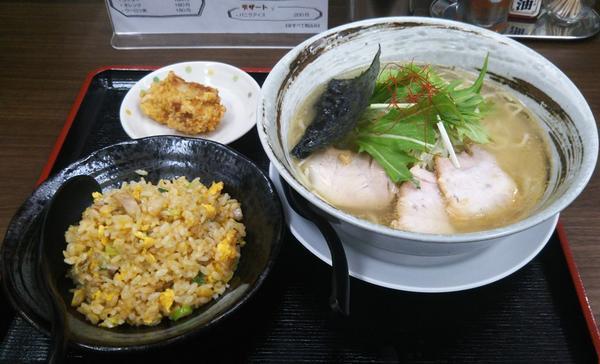 塩らぁめん+半チャーハン+唐揚げ