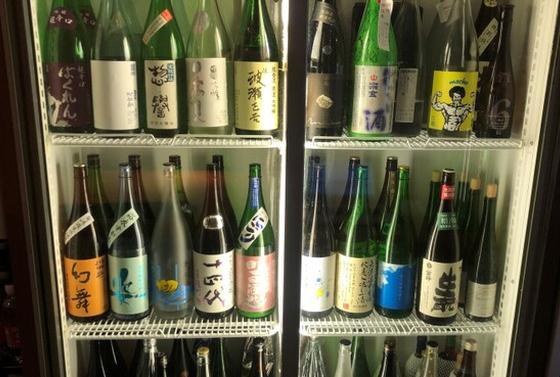 日本酒 グラス(90ml) 400円〜・燗 一合から注文可