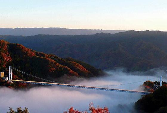 吊り橋と雲海