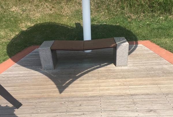 ハートの屋根のベンチ