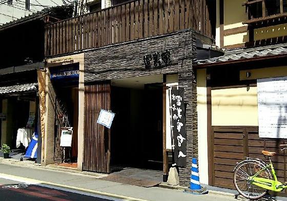 錦小路商店街からすぐ