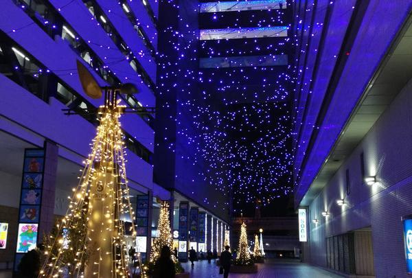 横浜駅東口はまテラス