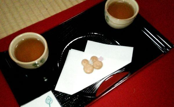 お茶とお菓子付き!