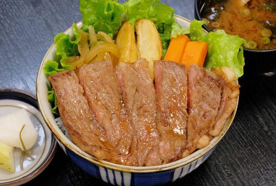松阪牛のステーキ牛丼