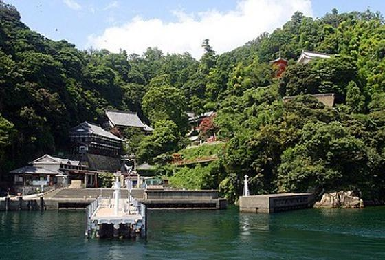 竹生島へ!