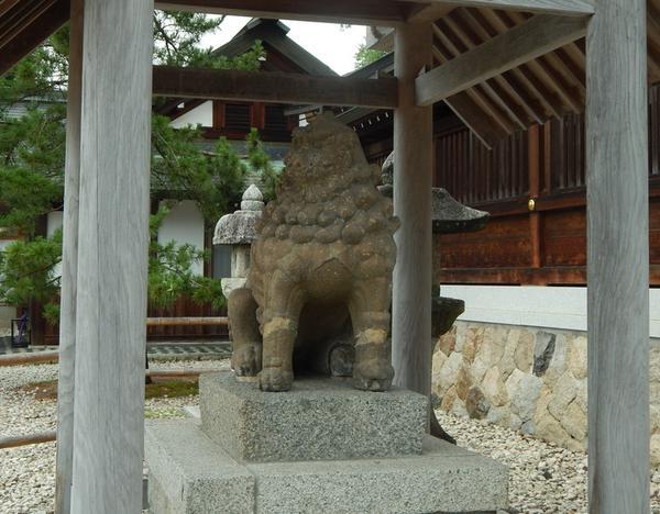 石造りの狛犬