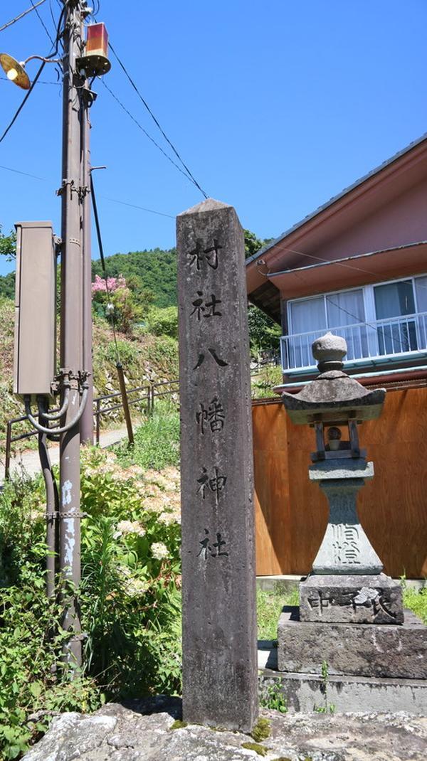 知井八幡神社の石柱