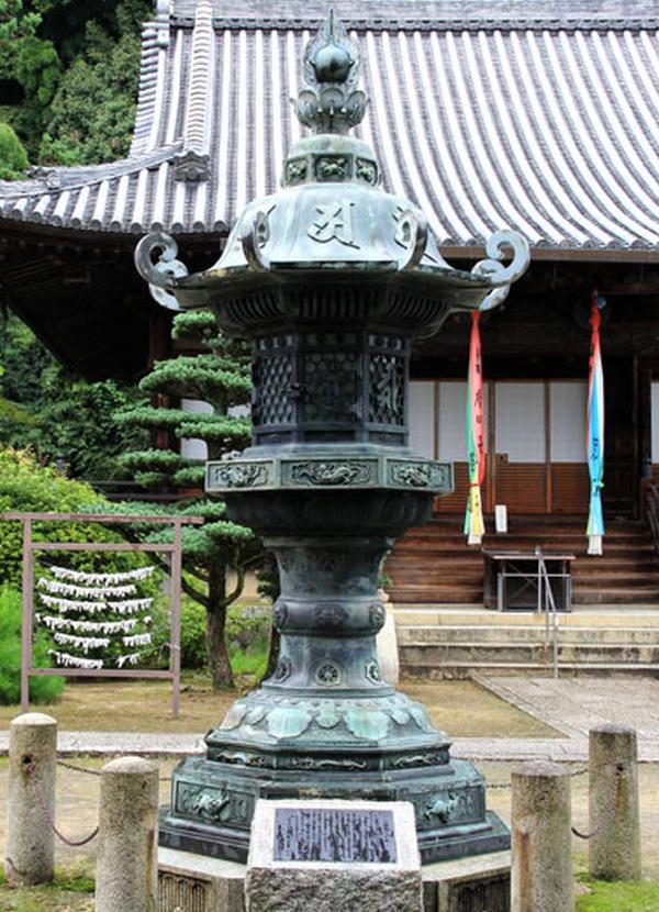 銅製の大灯篭